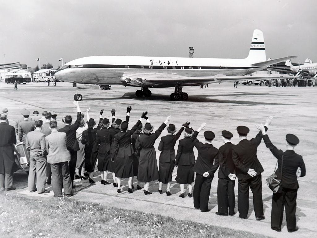 The de Havilland Comet leaving Heathrow